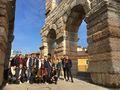 un groupe aux Arènes de Vérone v