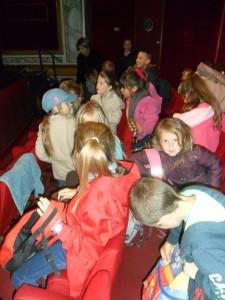 élèves au théâtre
